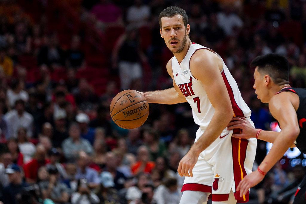Miami Heat guard Goran Dragic (7) looks for an open teammate while Toronto Raptors guard Jeremy Lin (17) defends during the second quarter on Sunday, March 10, 2019 at the AmericanAirlines Arena in downtown Miami, Fla. (Matias J. Ocner/Miami Herald/TNS)