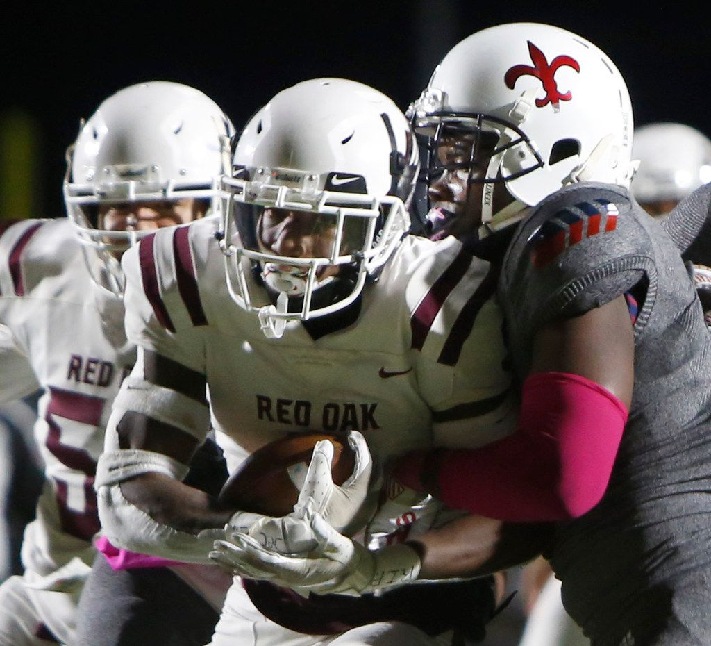 Red Oak running back Zach Sanders (9) drives into the end zone as Dallas Kimball linebacker Jai Mitchell (5) is unable to stop him defensively during first quarter action. Red Oak defeated Dallas Kimball, 48-13. The two teams played their District 6-5A Division ll football game at Sprague Stadium in Dallas on October 11, 2019. (Steve Hamm/ Special Contributor)