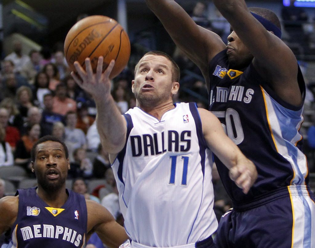 Mavericks point guard Jose Juan Barea (11) shoots a layup in front of Grizzlies power forward Zach Randolph (50) during the second half of play of an NBA game between the Dallas Mavericks and the Memphis Grizzlies at American Airlines Center in Dallas, on March 6, 2011. The Grizzlies defeated the Mavericks 104-103. (Vernon Bryant/The Dallas Morning News)