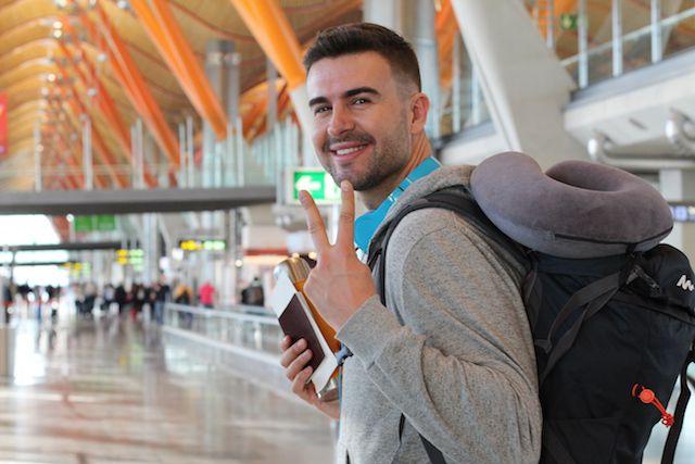 Un inmigrante con residencia permanente puede regresar a su país a terminar sus estudios.  Photo by iStock