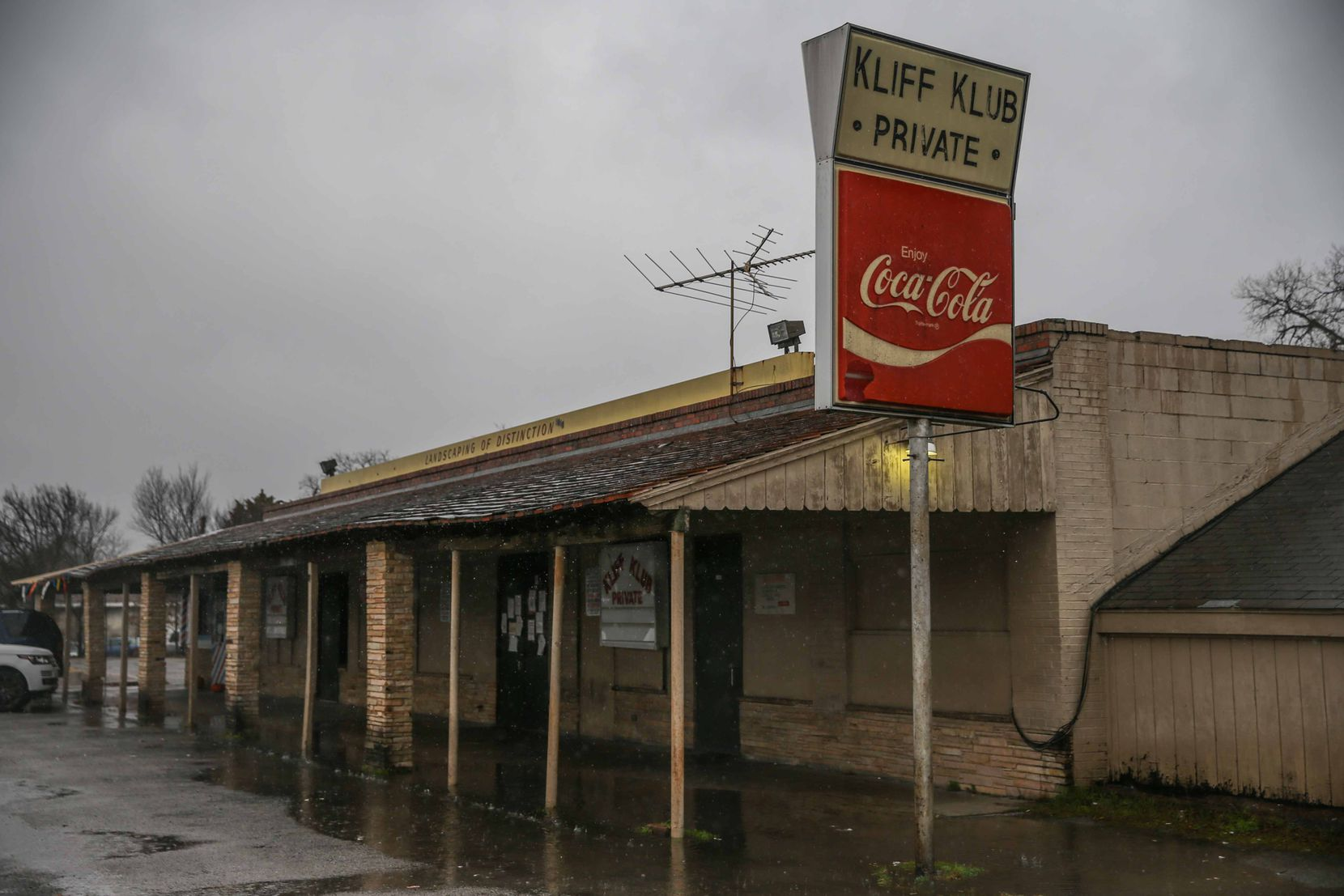 One of Oak Cliff's oldest nightclubs, the Kliff Klub has been a place to drink and dance for 40 years.