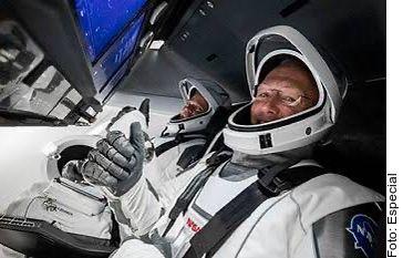 Los astronautas Doug Hurley y Bob Behnken pasaron a la historia con un traje diseñado por el mexicoamericano José Fernández.
