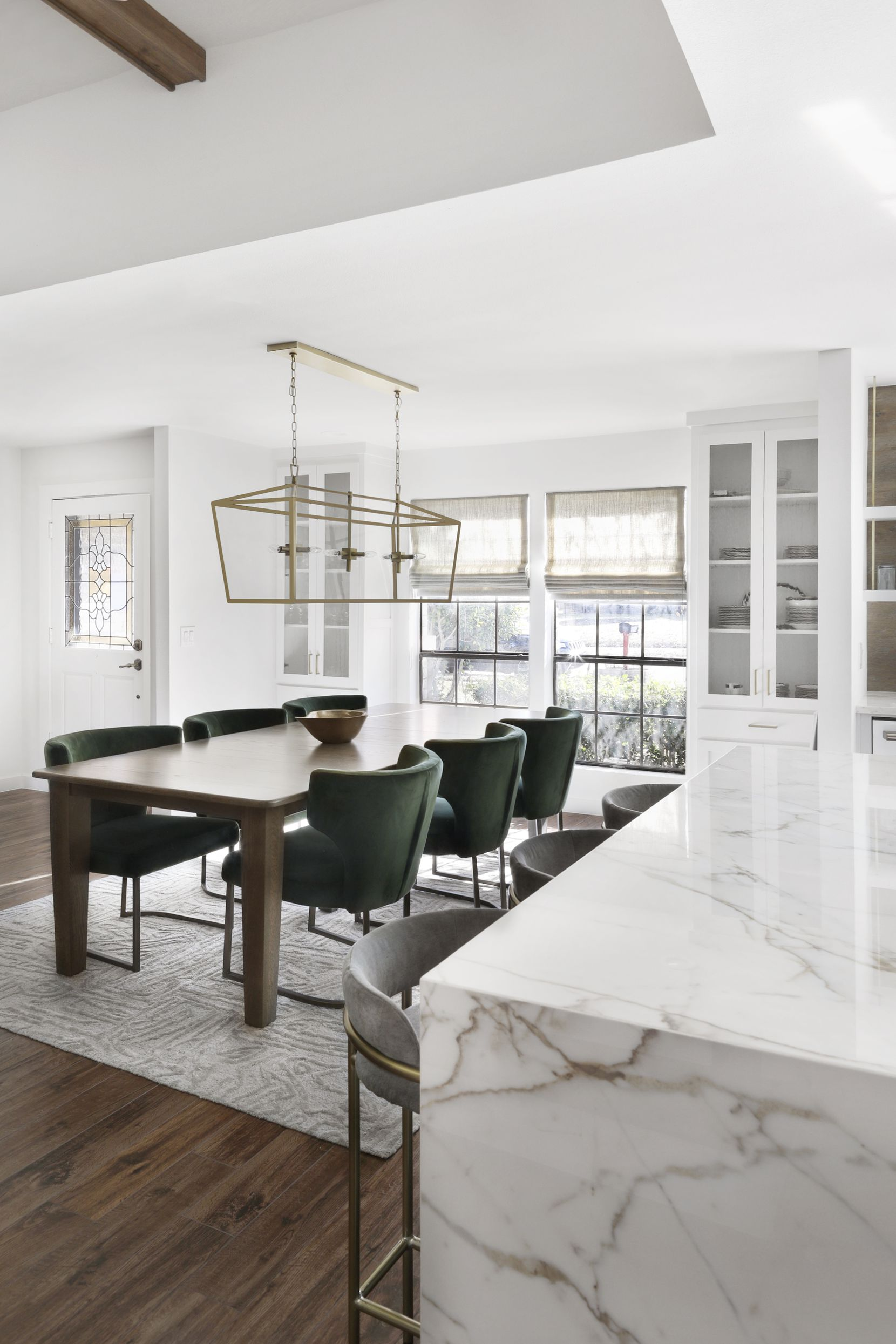 An example of the design style of Dallas-based Juliana Oliveira.