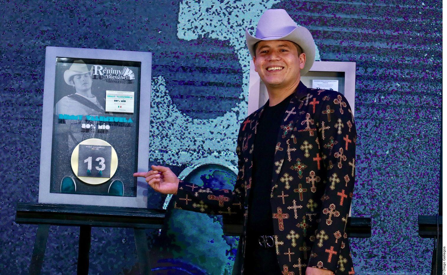 El cantante Remmy Valenzuela fue denunciado ante la Fiscalía General de Sinaloa.