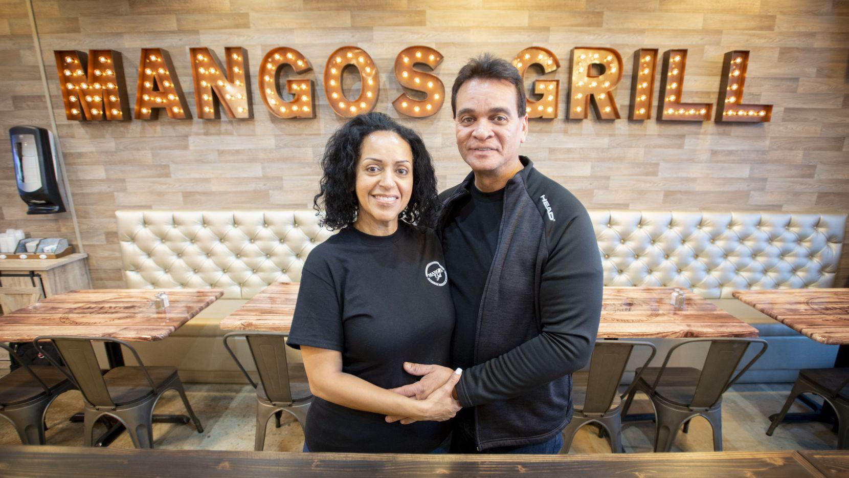 Karina y Edwin Castellano son esposos y dueños de Mango's Grill en Haltom City.