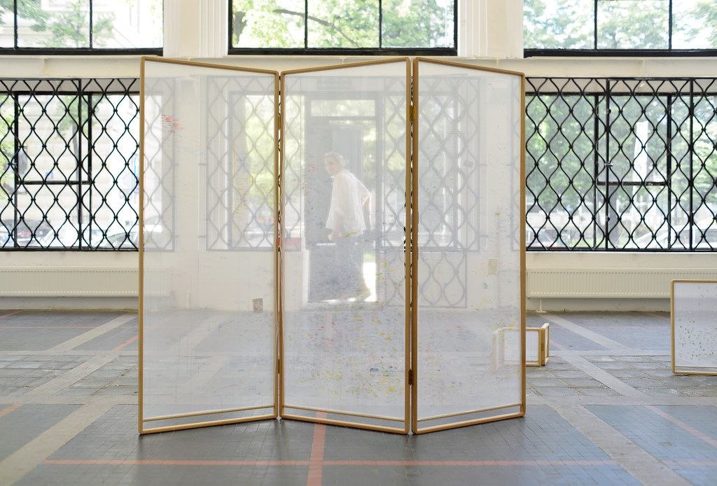 This piece was shown during the summer of 2017 at a gallery in Warsaw. The piece is titled Divider, by artist Michelle Rawlings.