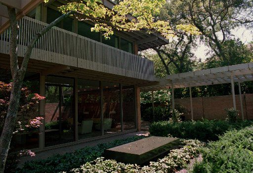 This house was designed in the early 1960s by E. G. Hamilton for prominent Dallas businessman Victor Hexter and his wife Emily.