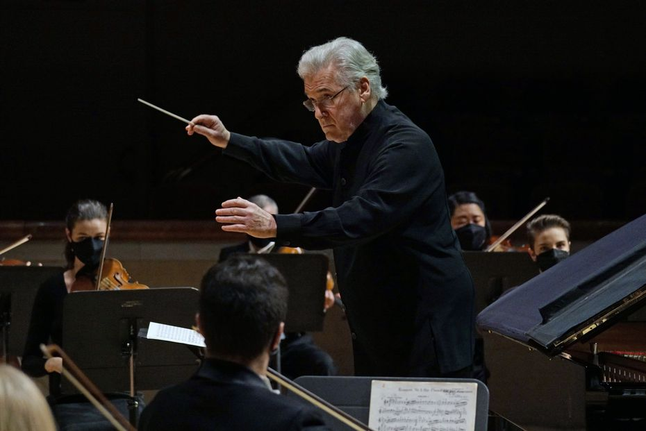 Guest conductor Pinchas Zukerman leads the Dallas Symphony Orchestra at the Meyerson Symphony Center in Dallas on Dec. 17.