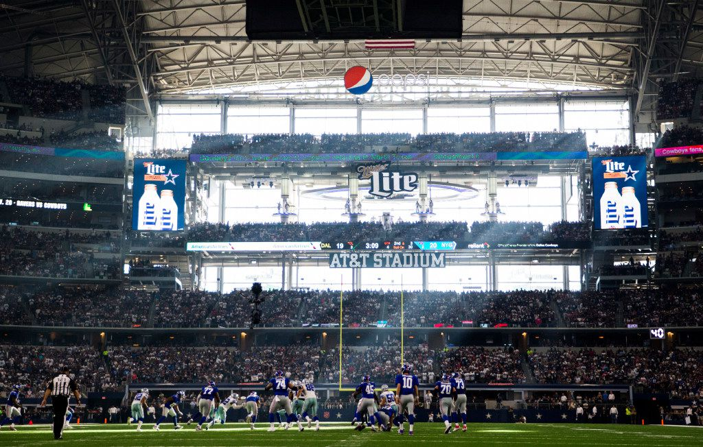 The Dallas Cowboys take on the New York Giants during the fourth quarter of their game on Sunday, September 11, 2016 at AT&T Stadium in Arlington, Texas. (Ashley Landis/The Dallas Morning News)