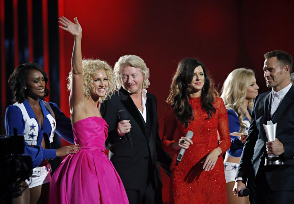 Little Big Town celebrate after winning Vocal Group of the Year during the 2015 Academy of Country Music Awards Sunday, April 19, 2015 at AT&T Stadium in Arlington, Texas.