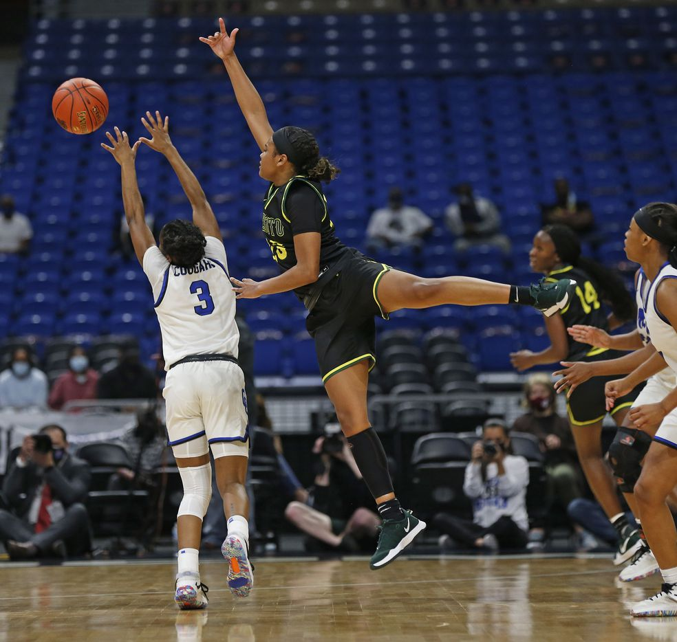 DeSoto Kendall Brown #23 tries to block the shot of Cypress Creek Rori Harmon #3. DeSoto vs. Cypress Creek girls basketball Class 6A state championship game on Thursday, March 12, 2021 at the Alamodome.