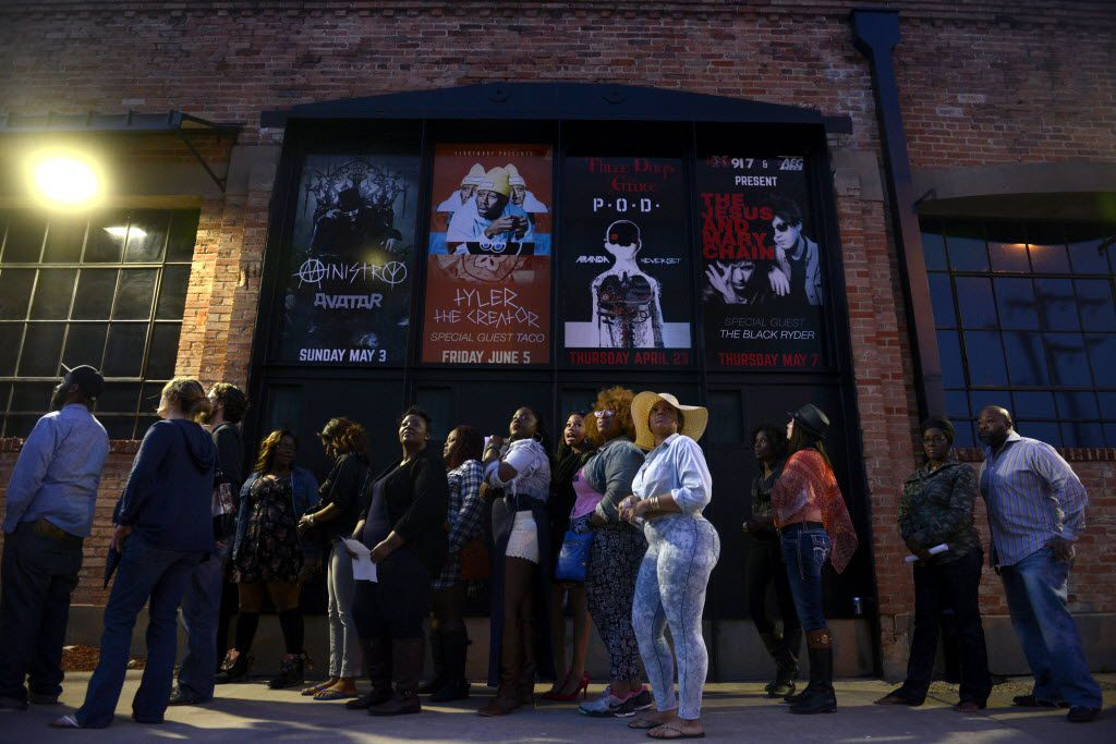 Concert goers line up along the sidewalk in Deep Ellum to see Sarah Jaffe and Erykah Badu at the Bomb Factory in 2015.