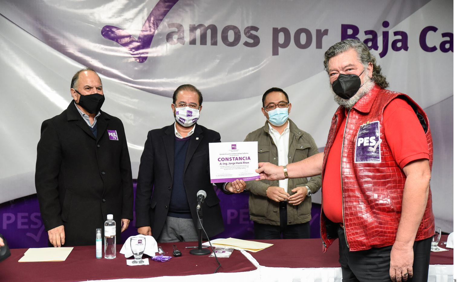 Al término de un evento en Mexicali, Jorge Hank Rhon, candidato del PES a Gubernatura de BC, llamó 'basura' a su contrincante Lupita Jones.