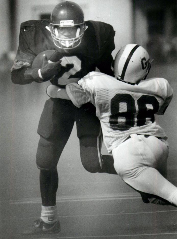 Dallas Carter High star Gary Edwards fended off a tackle by Grand Prairie's Kenneth Burns during the first half of Carter's 27-0 rout of the Gophers in 1988. But Edwards couldn't fend off a failing grade in his Algebra II math class. It cost his team the state championship.