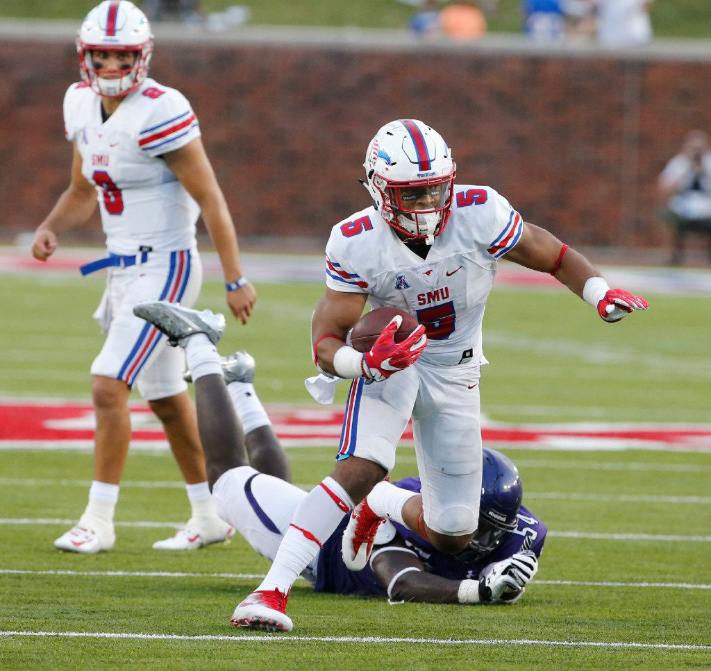 Southern Methodist running back Xavier Jones (5) runs past Stephen F. Austin linebacker Spencer Choka (54) during the first half of their college football game in University Park, Texas, on September 2, 2017. (Michael Ainsworth/Special Contributor)