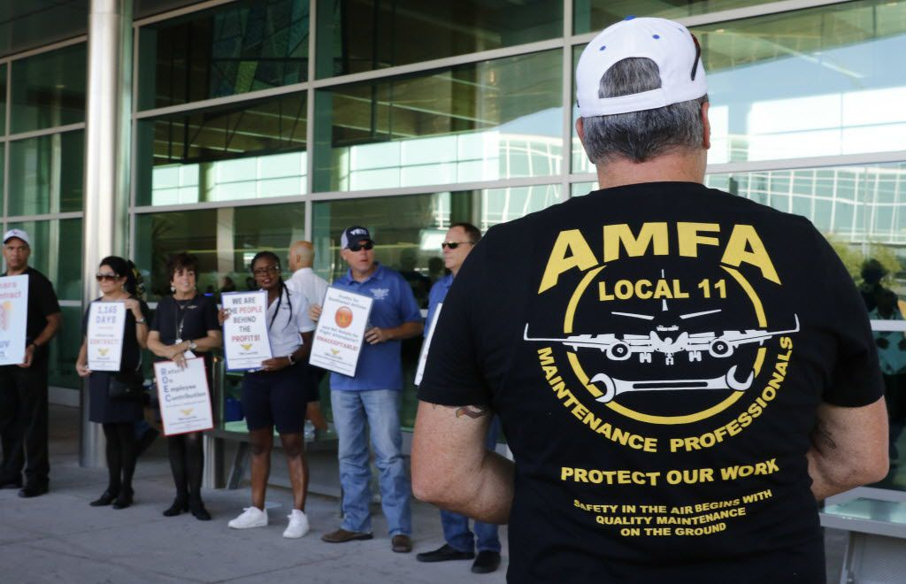 Members of the Aircraft Mechanics Fraternal Association Local 11, Southwest Airlines flight attendants, and members of the Southwest Airlines Pilots Association picketed at the entrance to Dallas Love Field in 2016.