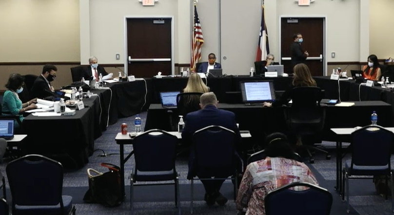 La junta del DISD se reunió el jueves para discutir la fecha de inicio del año escolar.