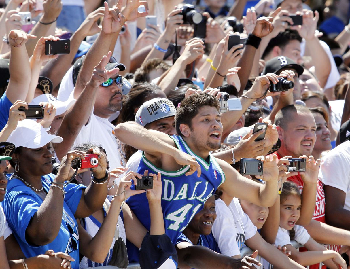 Fans clamor for photos along the parade route near the American Airlines Center during the Dallas Mavericks victory parade and celebration in Dallas on Thursday, June 16, 2011.   (Louis DeLuca/The Dallas Morning News) 06172011xNEWS / mavsmavsmavs /