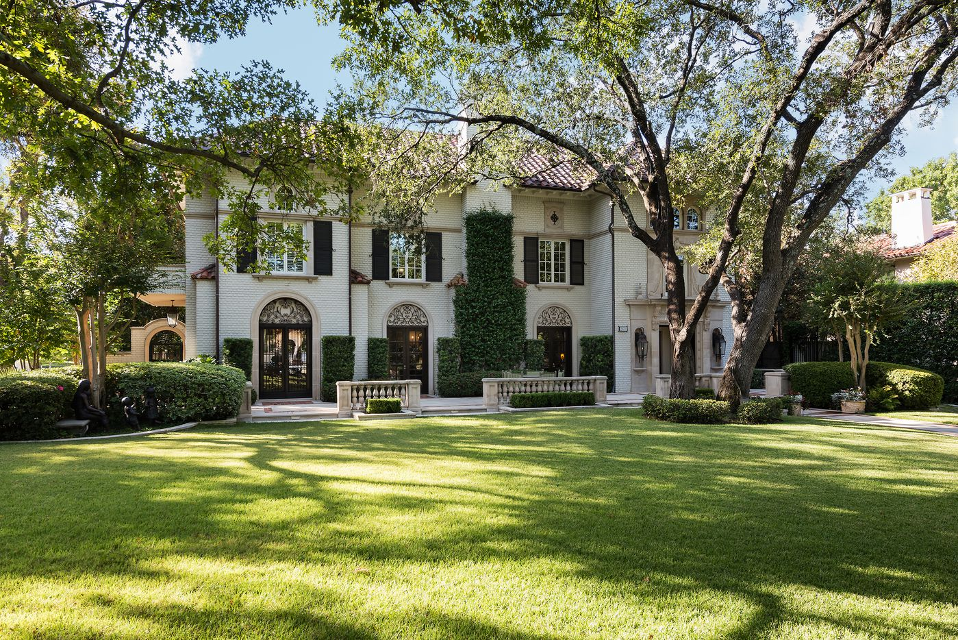 Take a look at the exterior of the home at 3601 Beverly Drive in Dallas, TX.