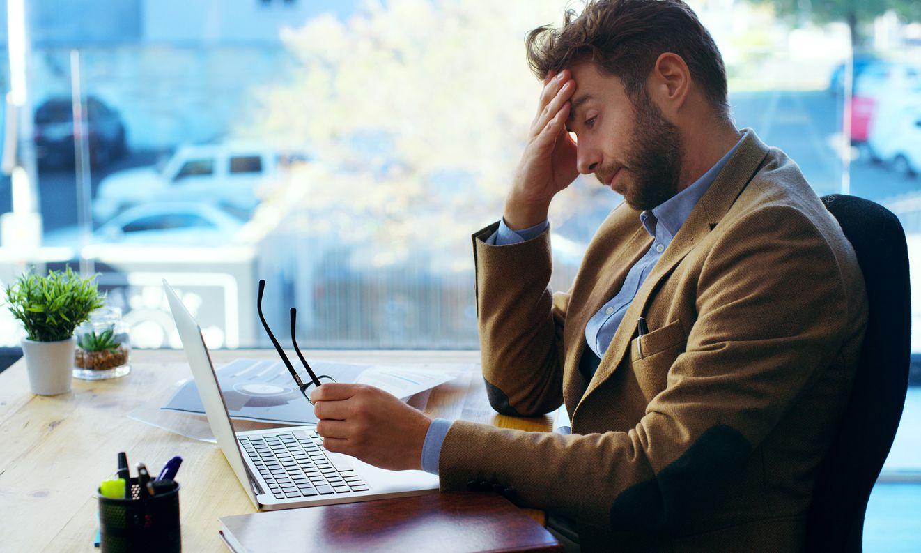 Entras a cierta hora, tu tiempo para comer depende de tu horario -y tus jefes-, a veces no comes, tus horas de sueño son cambian, y dependes de otros para organizar tu tiempo. (iSTOCK)
