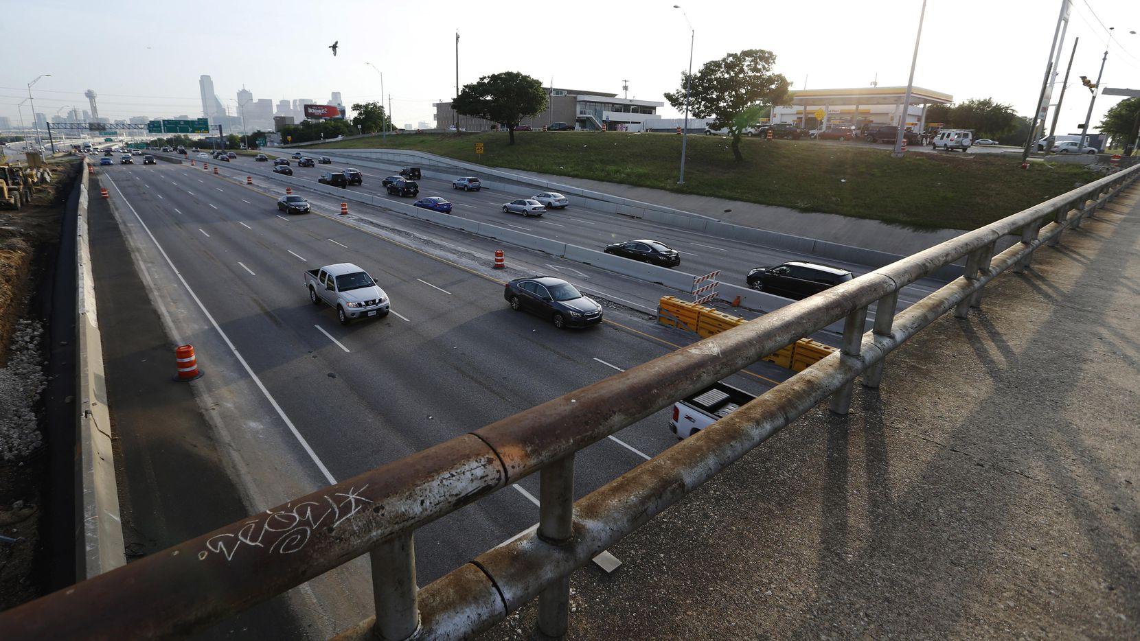 El puente en la 8th Street a la altura de la I-35E permanecerá cerrado por seis meses como parte del Southern Gateway Project. (DMN/VERNON BRYANT)