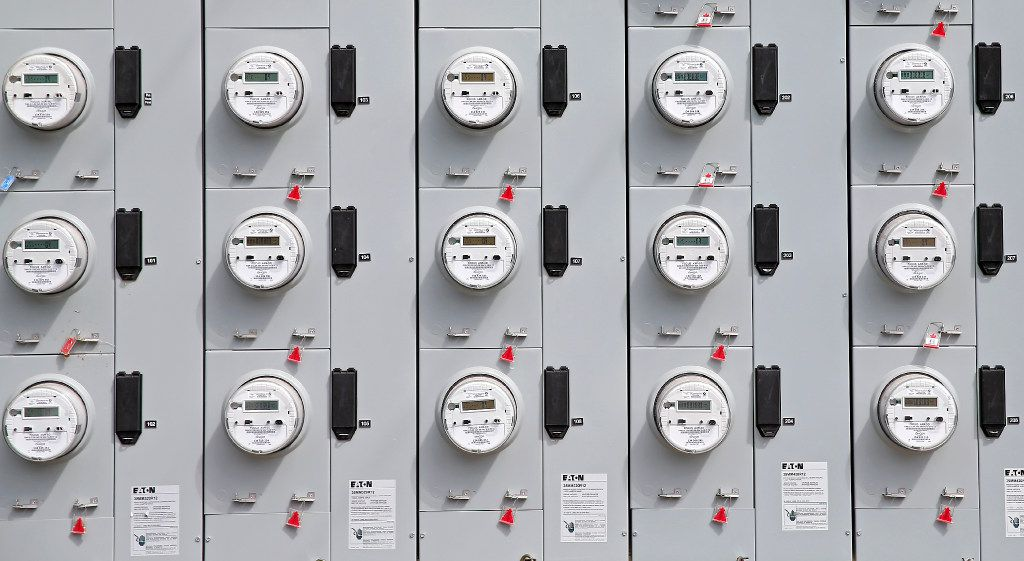 Entrepreneurs are trying to take some of the confusion out of electricity shopping. But critics warn there are risks.