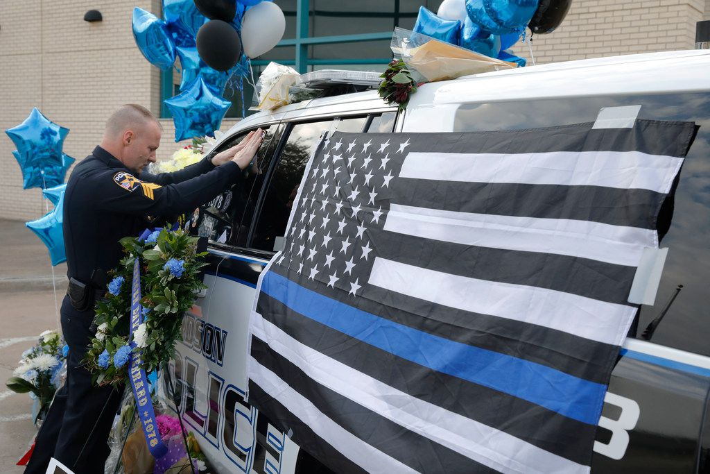 Rockwall police officer David Ray pays his respects to Richardson police officer David Sherrard at the Richardson police headquarters, Friday, Feb. 9, 2018.