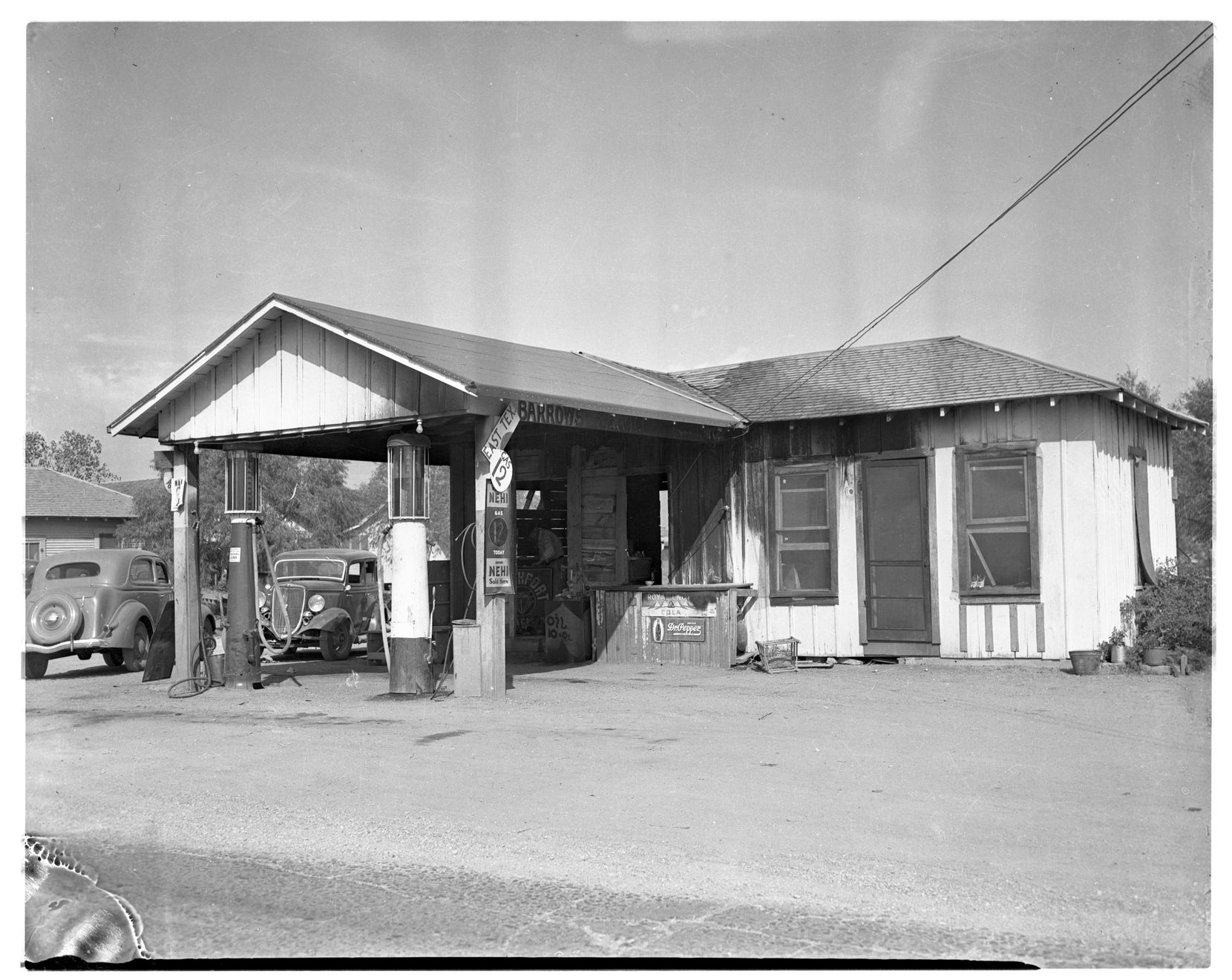 The Barrow family filling station and home, located on what was then called Eagle Ford Road in Dallas. Exact date unknown.