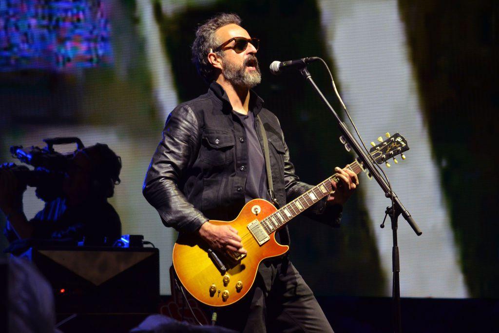 """Molotov tocando en vivo durante un concierto organizado por la radio """"Los 40"""" en el Foro Sol de la Ciudad de México, el 3 de abril de 2019."""