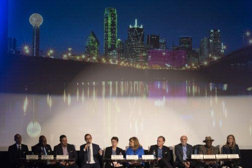Diez candidatos a la alcaldía de Dallas participaron de un foro el martes en el Texas Theatre. REX CURRY/DMN