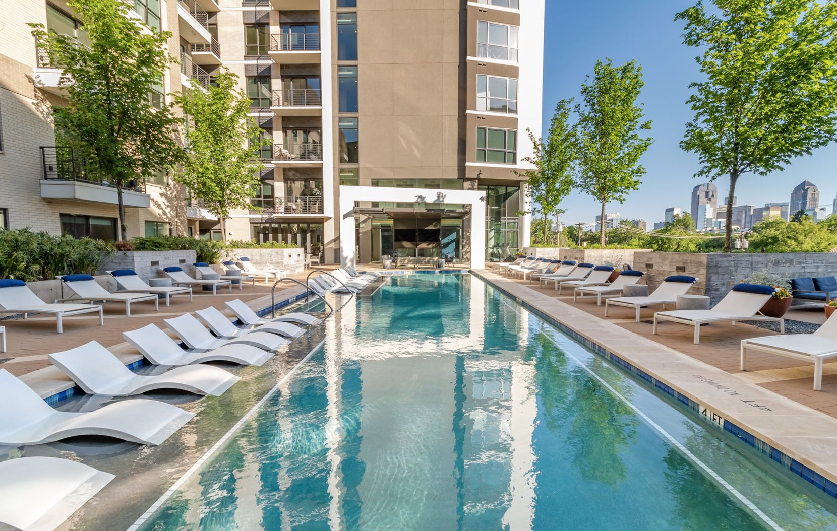 The M-Line Tower has a pool deck that overlooks McKinney Avenue and Turtle Creek.