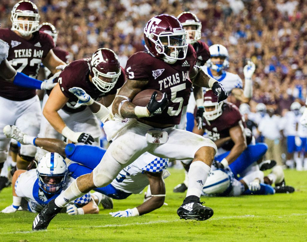Texas A&M Aggies running back Trayveon Williams (5) runs to the end zone for the game winning touchdown during overtime of an NCAA football game between Kentucky and Texas A&M on Saturday, October 6, 2018 in College Station, Texas. Texas A&M won 20-14. (Ashley Landis/The Dallas Morning News)
