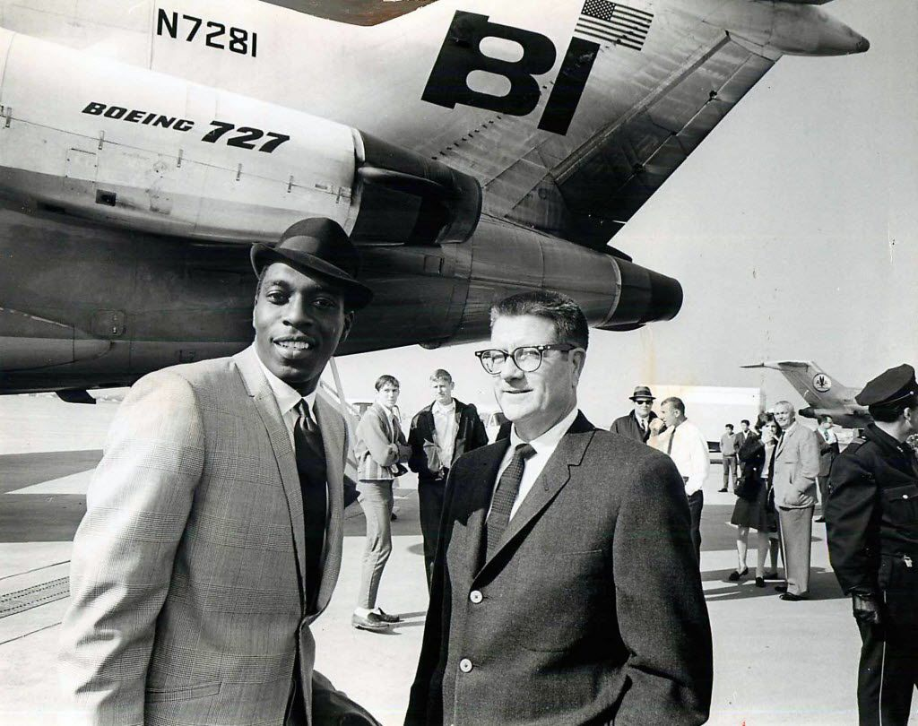 TDMN STAFF PHOTO - Shot December 29, 1967 - Bob Hayes (left) and Clint Murchison Jr. [ no other information available on photo ] // alpepSBstory 1967x1967