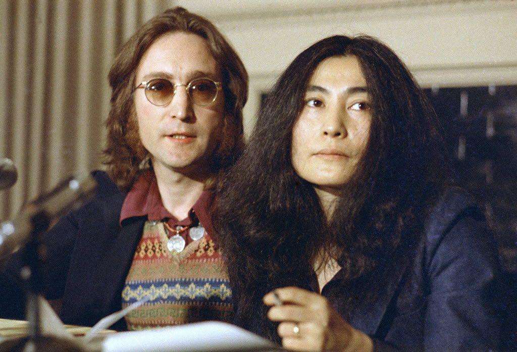 Foto de archivo de 1973 de John Lennon y Yoko Ono.