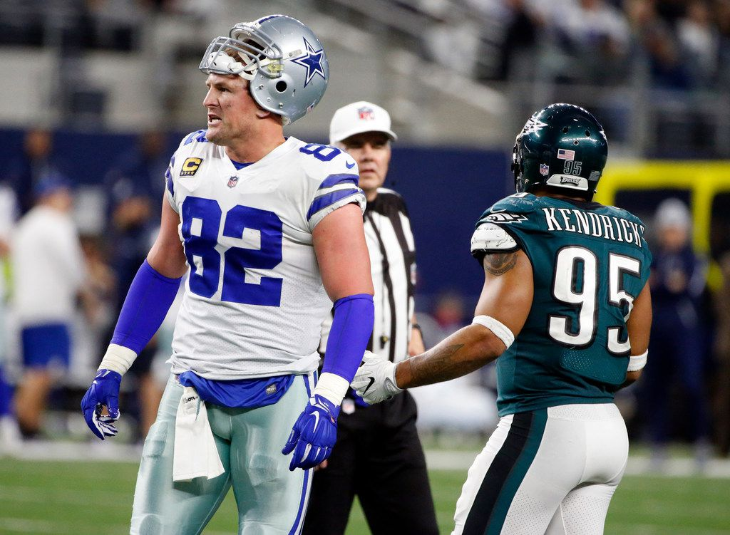 Dallas Cowboys tight end Jason Witten (82) complains about a penalty as Philadelphia Eagles outside linebacker Mychal Kendricks (95) talks to a referee during an NFL football game, Sunday, Nov. 19, 2017, in Arlington, Texas. (AP Photo/Michael Ainsworth)