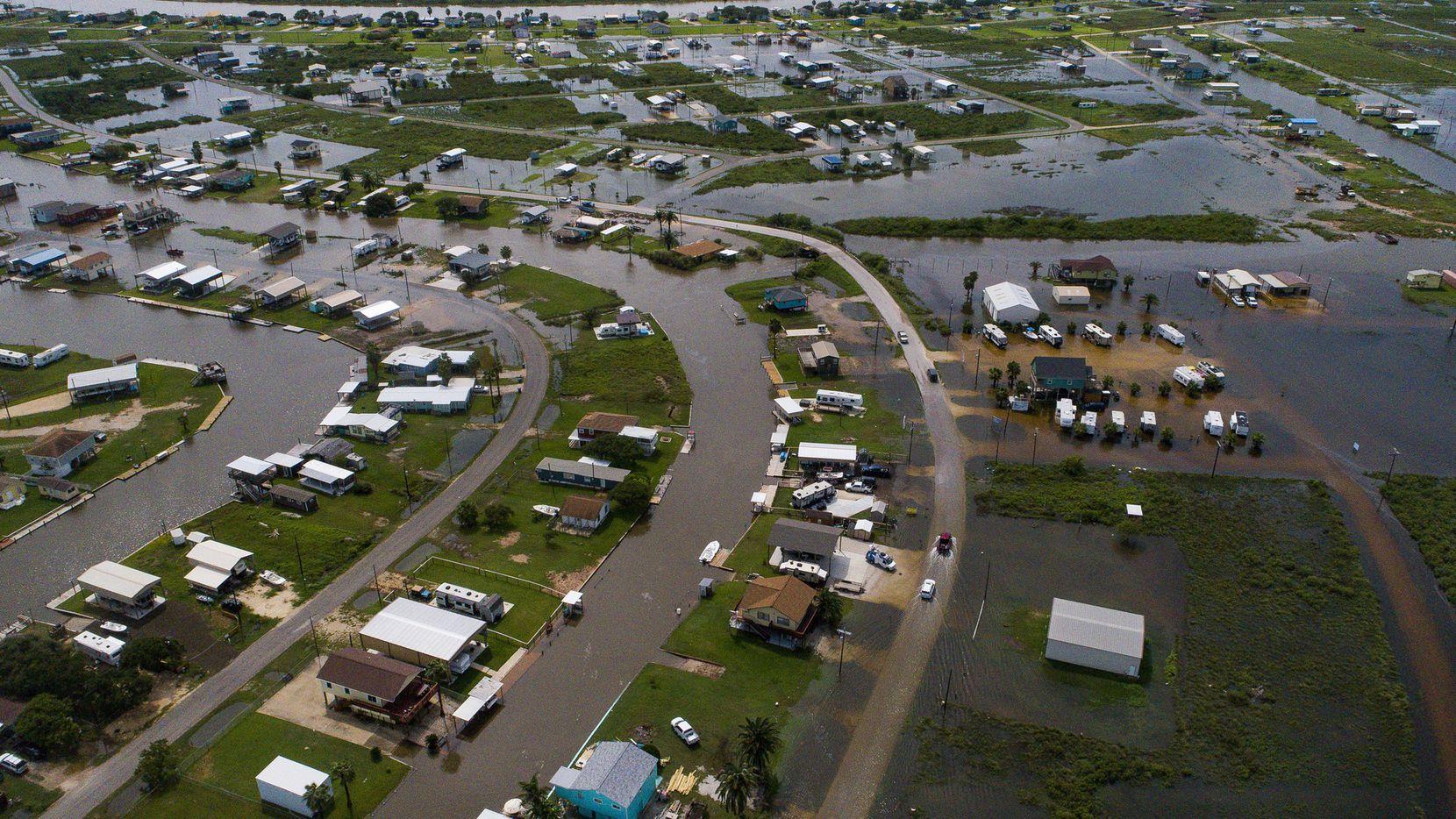 El poblado de Sargent, al sureste de Texas, recibió 22 pulgadas de lluvia el miércoles.