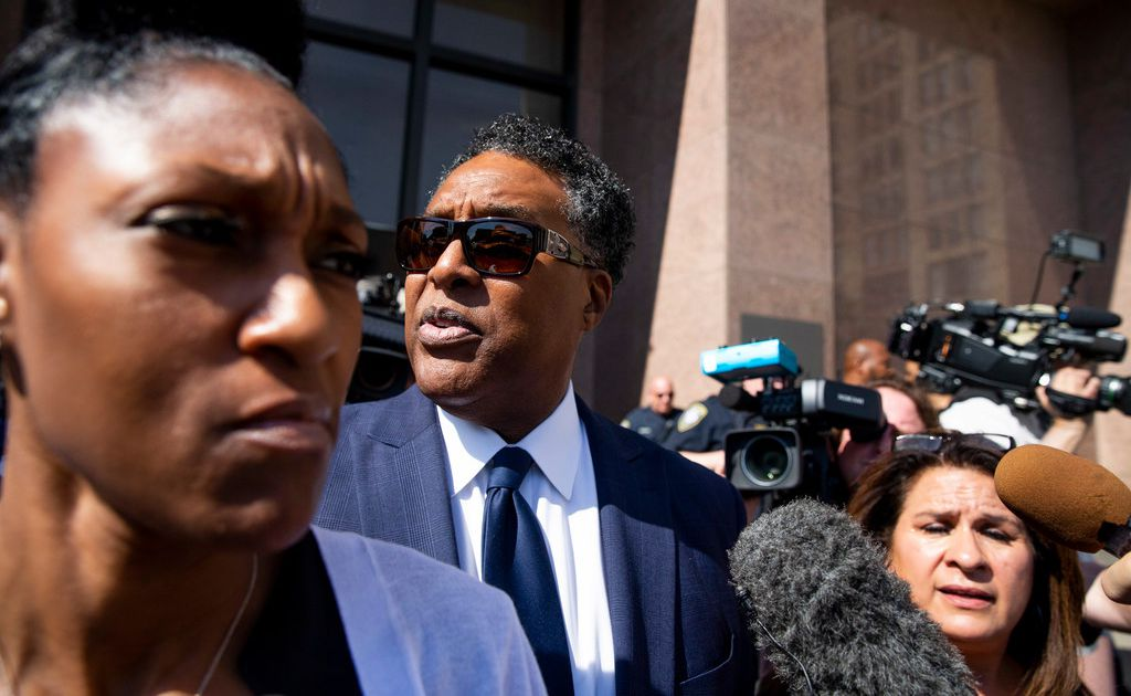 Developer says FBI bribed ex-Dallas council member Dwaine Caraway, took him to men's clubs and casinos
