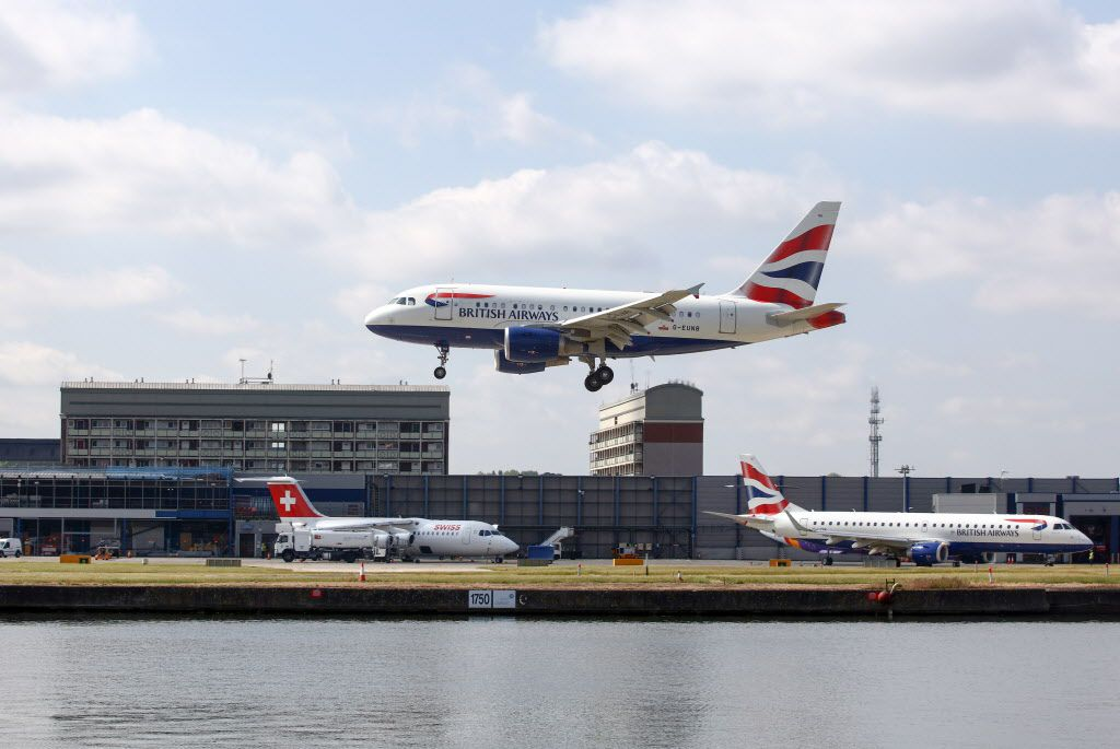 An Airbus A320 passenger aircraft, operated by British Airways, prepares to land in London. (Chris Ratcliffe/Bloomberg)