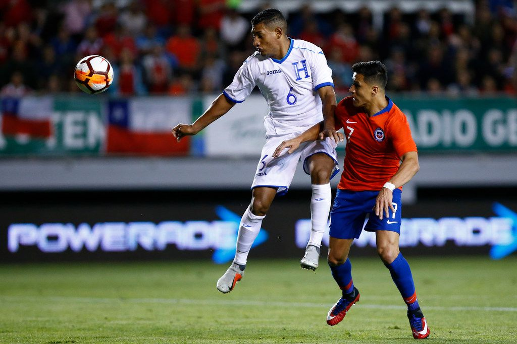 Honduras' Bryan Acosta (L) vies for the ball with Chile's Alexis Sanchez during a friendly football match at the German Becker stadium, in Temuco, Chile, on November 20, 2018. (Photo by Pablo VERA / AFP)        (Photo credit should read PABLO VERA/AFP/Getty Images)