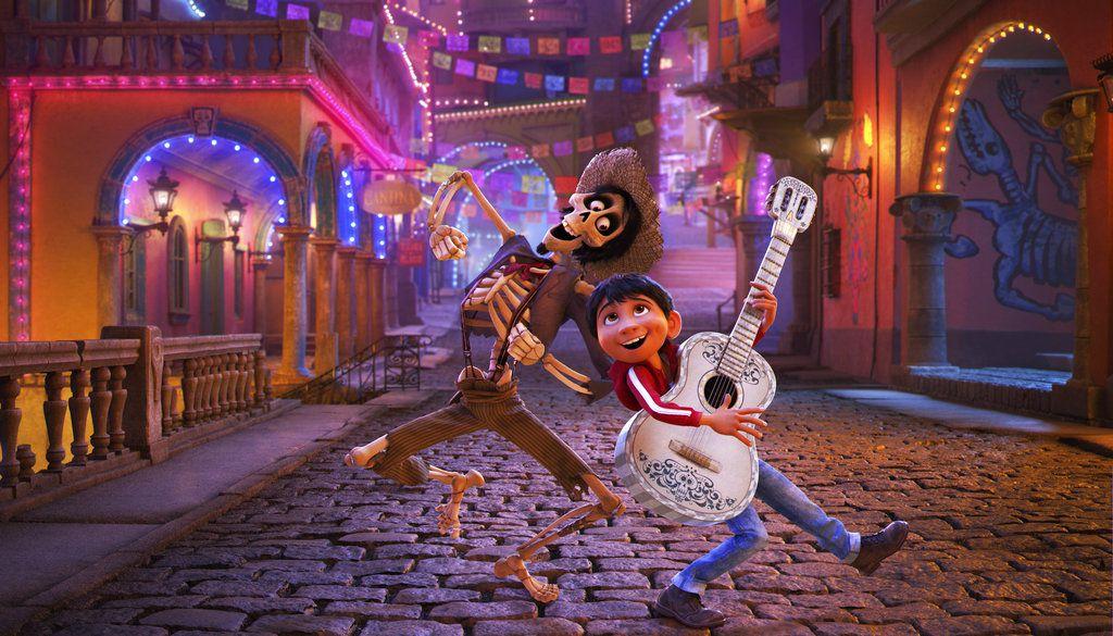 """García Bernal, Natalia Lafourcade y Miguel cantarán el 4 de marzo en la ceremonia de los premios Oscar el tema nominado de """"Coco"""" """"Remember Me"""", anunciaron el viernes los organizadores. (Disney-Pixar vía AP)"""