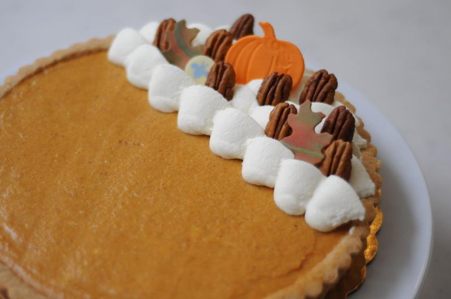 Decorate the top of the pumpkin banana mousse tart however you like.