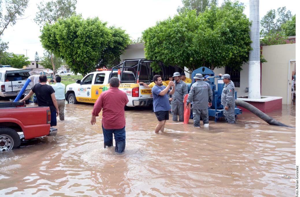 En apoyo de las personas afectadas por las fuerte lluvias en Sinaloa, la Cruz Roja Mexicana envía hoy 30 toneladas de ayuda humanitaria al Estado. A través de un comunicado, el organismo expuso que con la entrega se beneficiarán 8 mil personas./ AGENCIA REFORMA