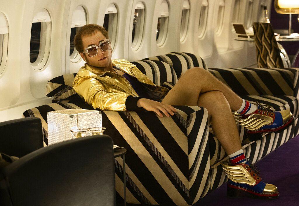 """En esta imagen difundida por Paramount Pictures, Taron Egerton como Elton John en una escena de la película biográfica """"Rocketman"""". (David Appleby/Paramount Pictures vía AP)"""
