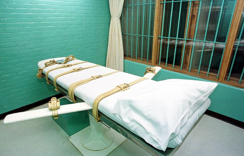 """This February 29, 2000, photo shows the """"death chamber"""" at the Texas Department of Criminal Justice Huntsville Unit in Huntsville, Texas."""
