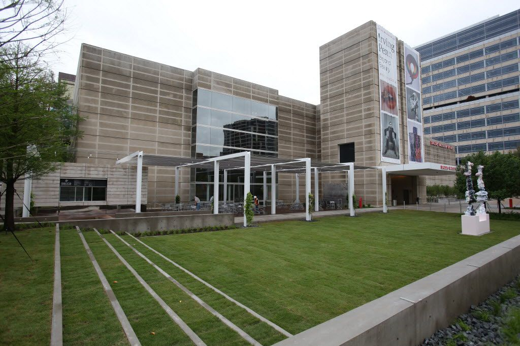 Eagle Plaza at the Dallas Museum of Art was designed by landscape architect David Hocker.