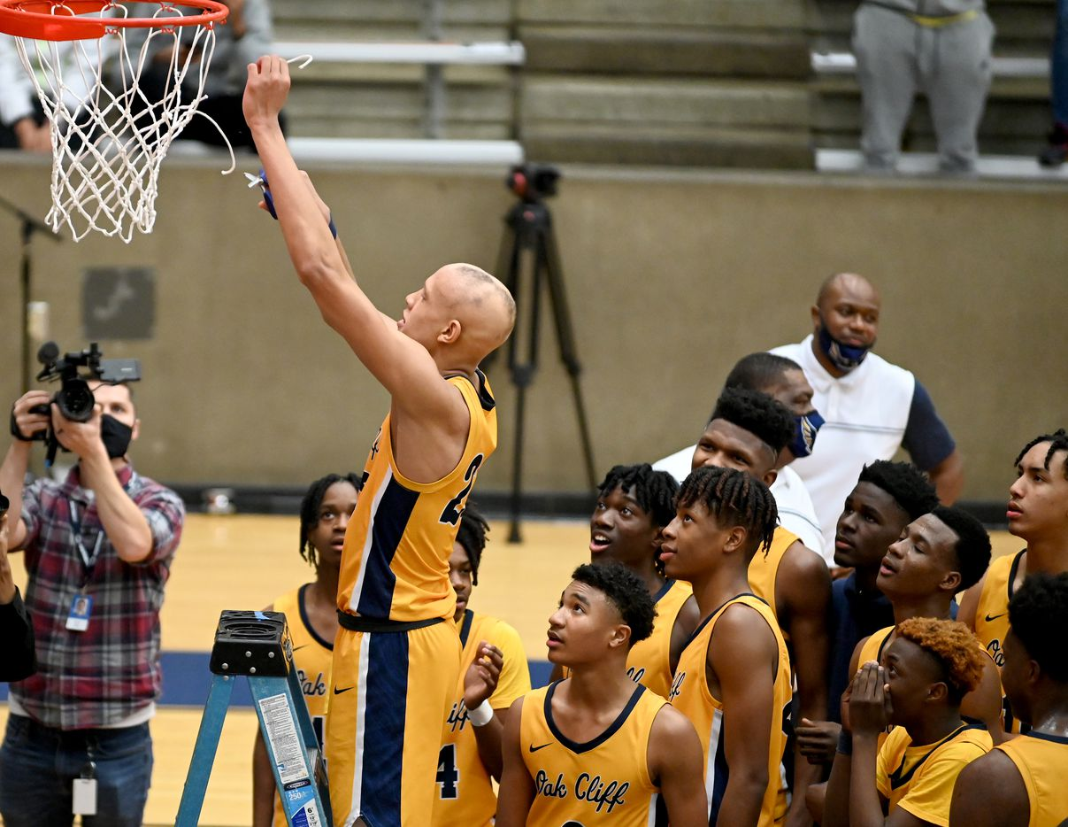 Teammates watch as Faith Family's Jordan Walsh cuts down a piece of net after their win of a Class 4A Region II final boys playoff basketball game between Dallas Carter and Oak Cliff Faith Family, Friday, March 5, 2021, in Grand Prairie, Texas. (Matt Strasen/Special Contributor)