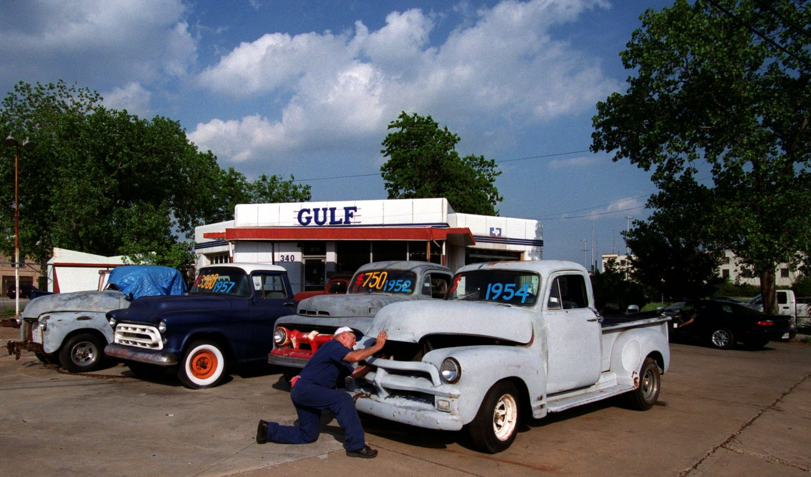 "Riegel Gulf Service in Deep Ellum, which closed in 2002, will become a bar called Thunderbird Station in 2020. Its co-owners plan to keep ""the character of the business,"" says Kim Finch, meaning that it will continue to look like a service station from the '50s. (DMN file photo)"
