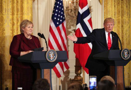 Donald Trump junto a la Primer Ministro de Noruega  Erna Solberg./AP
