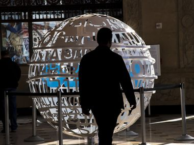 A customer walks past a statue in AT&T's flagship store in San Francisco. The Dallas-based legacy telecom has shifted its focus toward media and entertainment since acquiring Time Warner last year, but its streaming service's growth has dropped off. Photographer: David Paul Morris/Bloomberg