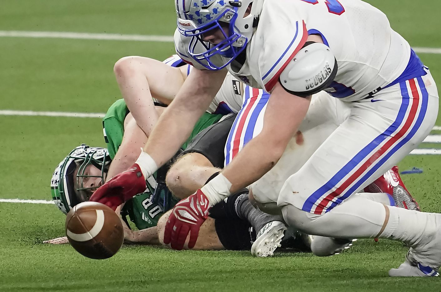 Austin Westlake defensive lineman Braden Davis (95) recovers a fumble by Southlake Carroll quarterback Quinn Ewers (3) during the fourth quarter of the Class 6A Division I state football championship game at AT&T Stadium on Saturday, Jan. 16, 2021, in Arlington, Texas. Westlake won the game 52-34.